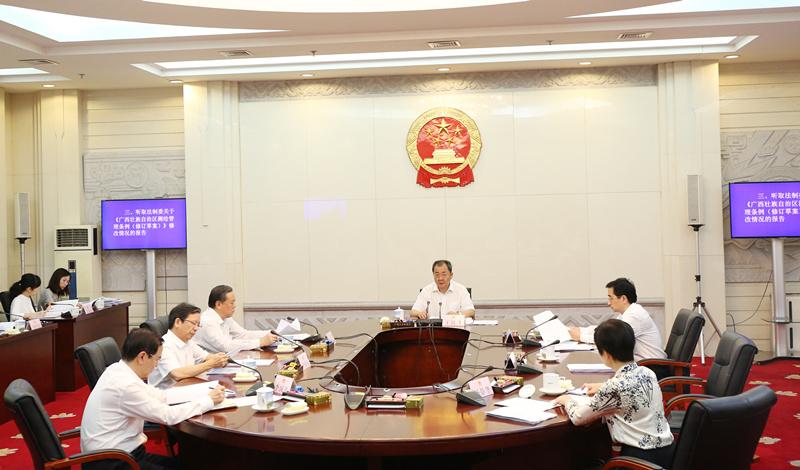 自治区十三届人大常委会第三十七次主任会议举行
