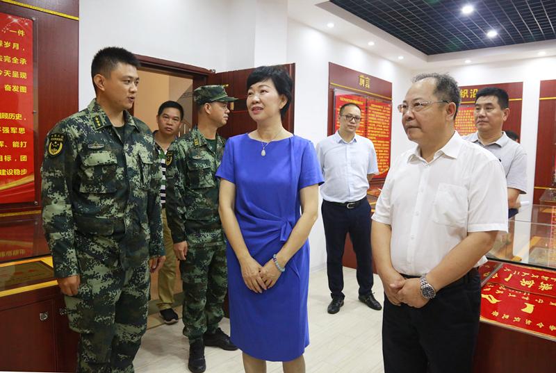 黄小川、罗文带队慰问驻会武警官兵