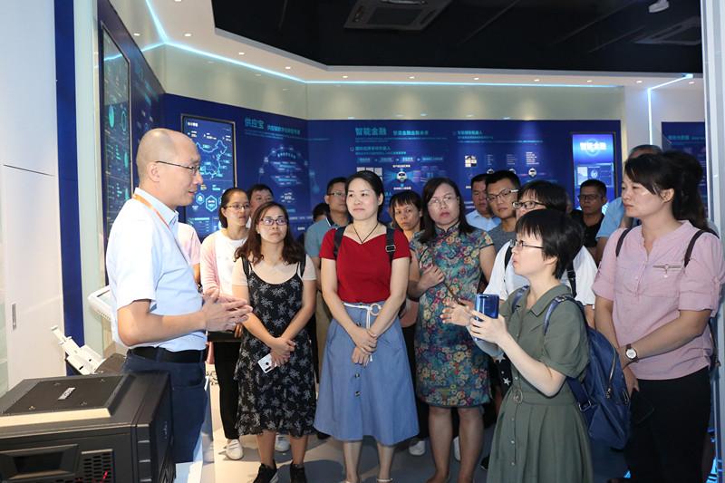 自治区十三届人大代表第四期履职学习班在厦门举办