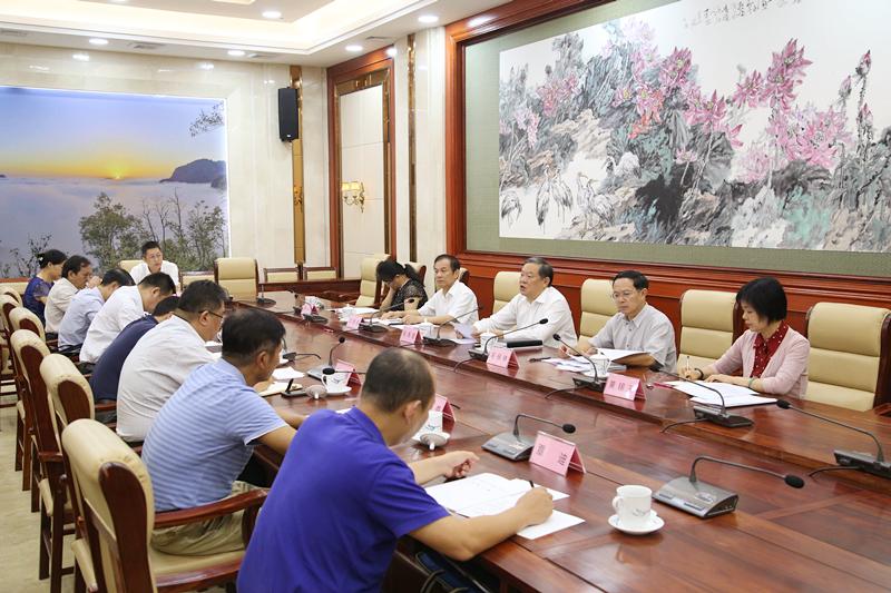 张秀隆出席可再生能源法执法检查汇报会