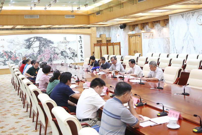 王跃飞听取部分驻桂全国人大代表、自治区人大代表 对常委会2019年工作的意见建议