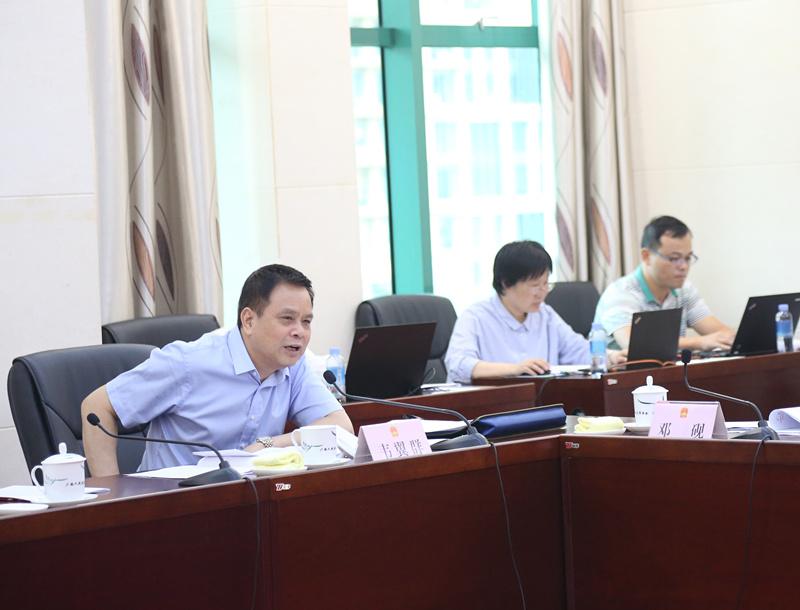 自治区十三届人大常委会第十一次会议9月25日下午召开分组会议