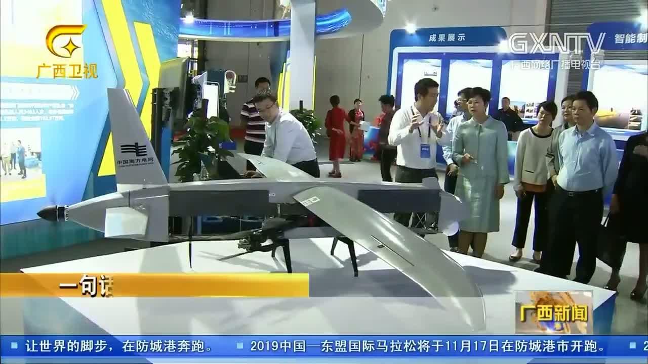 【视频】杨静华参观广西发明创造成果展