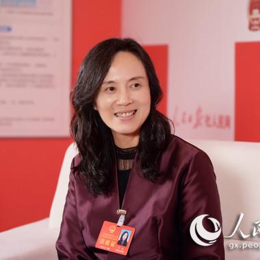 人民网专访广西人大代表、右江民族医学院党委书记邓砚