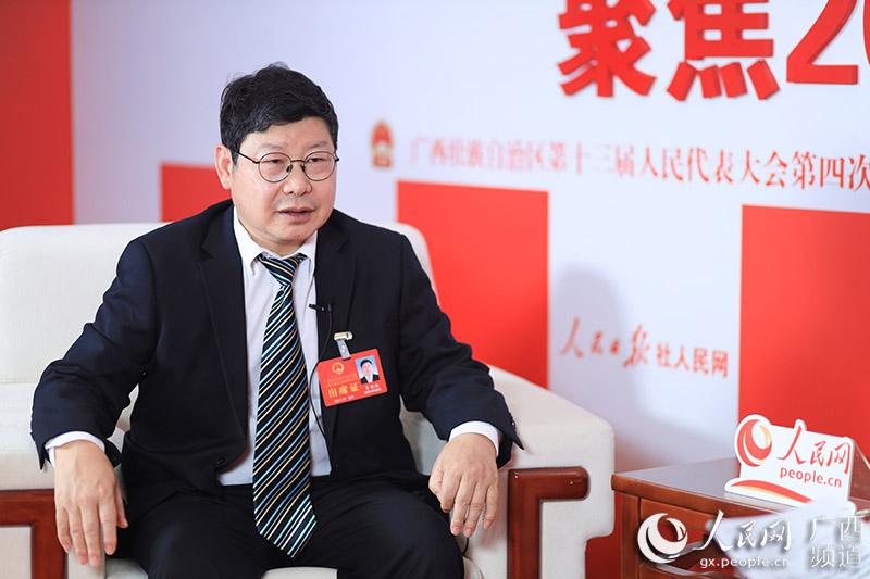 人民网专访自治区人大代表、河池市金城江区区长曾朝伦