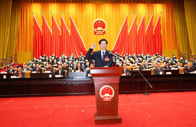 自治区十三届人大四次会议举行第三次全体会议 蓝天立当选自治区主席